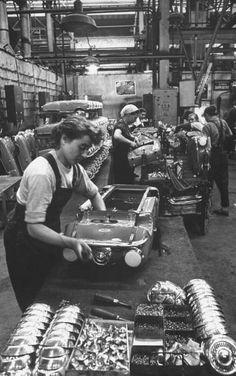 :::::::: Vintage Photograph :::::::: Toy Pedal car assembly line.
