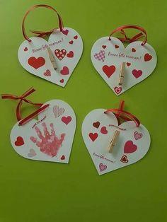 Az alább látható anyák napjára vagy valentin napra ajándék ötletként bemutatott három dimenziós képeslap elkészítéséhez az alábbiak sz – Artofit Valentine Day Special, Valentine Day Crafts, Valentine Decorations, Valentines, Grandparents Day Crafts, Mothers Day Crafts For Kids, Mother Card, Happy Mother S Day, Art N Craft
