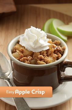 A simple yet delicious easy apple crisp recipe made in microwaveable mugs with tart apples, sweet granola, brown sugar and cinnamon (easy apple desserts snacks ideas) Köstliche Desserts, Delicious Desserts, Dessert Recipes, Yummy Food, Dinner Recipes, Apple Desserts, Dinner Ideas, Mug Recipes, Fall Recipes