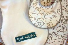 ¡El babero y babita se suman a la manta recibidora para completar las macanas de algodón!
