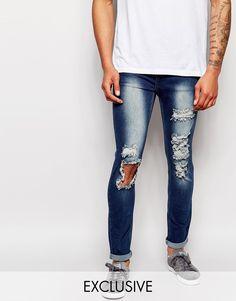"""Jeans von Liquor N Poker Baumwoll-Denim helle Waschung normale Bundhöhe Reißverschluss extreme Used-Optik enge Passform Maschinenwäsche 70% Baumwolle, 26% Polyester, 4% Elastan Unser Model trägt Größe 81 cm/32"""" und ist 188 cm/6 Fuß 2 Zoll groß exklusiv bei ASOS"""