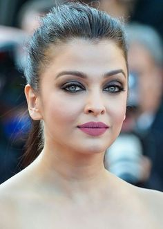 Aishwarya Rai is a talented artist and very popular among fans. Aishwarya Rai photo gallery with amazing pictures and wallpapers collection. Bollywood Actress Hot Photos, Bollywood Girls, Beautiful Bollywood Actress, Most Beautiful Indian Actress, Bollywood Celebrities, Indian Bollywood, Bollywood Fashion, Aishwarya Rai Photo, Actress Aishwarya Rai
