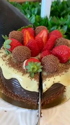 Chocolate Mousse Cake, Chocolate Donuts, Chocolate Strawberries, Chocolate Ice Cream, Chocolate Cheesecake, Chocolate Desserts, Butterfly Birthday Cakes, Fab Cakes, Cake Decorating Videos