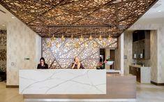 lobby design - Tìm với Google Reception Desk Design, Reception Counter, Hotel Reception, Reception Desks, Hotel Lobby, Ac Hotel, Lobby Design, Hotel Room Design, Spa Interior Design