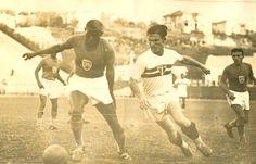 Por Arquivo histórico do São Paulo F.C - Teixeirinha em imagem de arquivo contra o SPR. Crédito: saopaulofc.net.