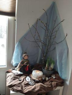 Waldorf Kindergarten, Steiner Waldorf, Spring Projects, Nature Table, Bean Bag Chair, November, Seasons, Winter, Painting