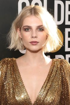 Lucy Boynton Hair The advent of a new year typically brings with it the desire to overhaul your life and look. The easiest way to do this? A bold new haircut, a nothing is more effective than lopping off your long tresses into a refreshing bob. Cool Haircuts For Girls, New Haircuts, Short Bob Hairstyles, Girl Hairstyles, Trendy Haircuts, Hairstyles Pictures, Blonde Balayage Highlights, Trending Hairstyles, Long Hair Cuts