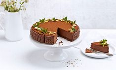 Juhlava suklaa-tuorejuustokakku keksireunuksella - Fazer
