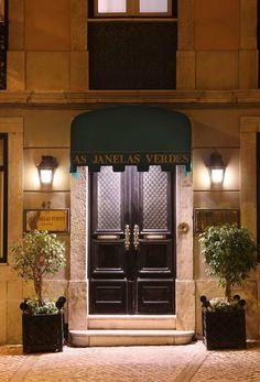 Este hotel boutique, situado junto al Museo de Arte Antiguo de Lisboa, presenta una decoración portuguesa clásica y ofrece una biblioteca en la azotea con...