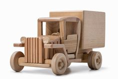 s1200 (1200×800) Wooden Truck, Wooden Car, Diy Craft Projects, Diy And Crafts, Toy Trucks, Model Building, Wood Toys, Diy Toys, Wood Carving