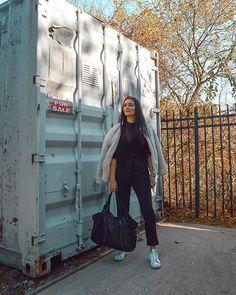 WEBSTA @its_mathilde Alors ces articles sur New York? Qu'en pensez-vous? ☺️ j'y ai mis tout mon coeur (et beaucoup de temps) j'espère qu'ils vous plairont et vous seront utiles 🤓. Le lien menant aux 3 articles est toujours dans ma description. 💃🏻 . • Top en velour: @uniqlo •  Pantalon: @zara •  Veste: @zara •  Headband: @zara (encore 🙄) •  Sac: @piecesofficial . Blog Voyage, Uniqlo, Articles, New York, Instagram, Bag, New York City, Nyc