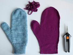 A Quick Mitten Lining Lesson - It& easier than you think – Red Sock Blue Sock Yarn Co Crochet Patterns For Beginners, Knitting For Beginners, Knitting Patterns Free, Free Knitting, Simple Knitting, Free Pattern, Knitted Mittens Pattern, Knit Mittens, Knitted Gloves