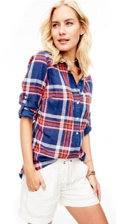 New Arrivals Wren Tunika Shirt in Plaid von J. Modest Outfits, Summer Outfits, J Mclaughlin, Classic Style, My Style, New Fashion Trends, Tunic Shirt, Preppy, Personal Style