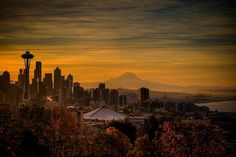 View from Kerry Park in an autumn morning, Seattle, USA (by samirdiwan).