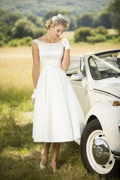 View our range of affordable tea length wedding dresses from Brighton Belle. Featuring vintage 50's style short bridal gowns & unique retro t-length wedding dresses. #weddinggowns