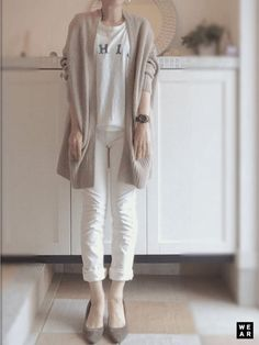 Same color tee and skinny - Chunky long cardigan Japan Fashion, Fashion 2018, Daily Fashion, Love Fashion, Womens Fashion, Cardigan Fashion, Fashion Pants, Fashion Outfits, Winter Stil