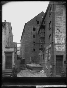 Another view; The Rhinelander Sugar House on Rose Street, New York City, New York City Pictures, East Coast Usa, Rose Street, Lower East Side, Vintage New York, Lower Manhattan, Historical Images, Old Maps, Old And New