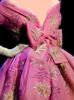 Dior Haute Couture, Pink Power, What Is Tumblr, Miley Cyrus, Pink And Gold, Beauty Hacks, Aurora Sleeping Beauty, Gowns, Formal Dresses