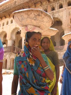 ... hours of  working         - mujeres trabajando..  (india - orcha) by Aimee Loperena, via Flickr -