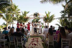 Heidi & Raul | Hacienda Corazon - Pool | Mexican Wedding, Riviera Maya, Hacienda Wedding, Beach Wedding, Destination Wedding, Hacienda del Mar, Hacienda Corazon, Puerto Aventuras, Vintage Wedding, Mexico.