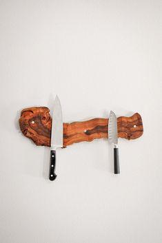 Old Wine Vine Knife Rack – Bourbon & Boots Magnetic Knife Blocks, Magnetic Knife Rack, Messer Magnet, Messer Diy, Horseshoe Wine Rack, Wine Vine, Bourbon And Boots, Diy Knife, Knife Storage