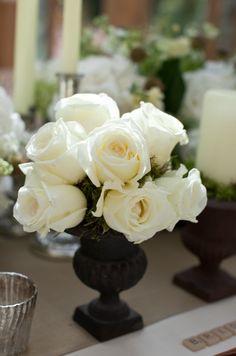Love the white roses against the black vase!