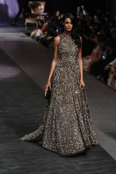 Manish Malhotra at Lakmé Fashion Week Winter/Festive 2015 Indian Gowns, Pakistani Dresses, Indian Outfits, Robes Western, Western Dresses, Indian Party Wear, Indian Wear, Indian Look, Desi Clothes