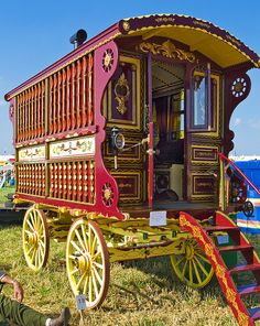 Traditional English horse-drawn Showman's Wagon: By Anguskirk
