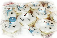Melted Snowman Cookie Tutorial by ksrosehttp://indulgy.com/post/sdHg485MG1/melted-snowman-cookie-tutorial