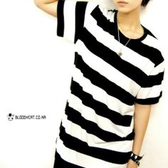 Bloodycat Big Black and White Stripe Basic Fit T-Shirt Sz Women L Men S