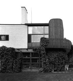 Alvar Aalto's Villa Mairea Modern Architecture Design, Interior Architecture, Interior And Exterior, Rural Retreats, Famous Architects, Alvar Aalto, Willis Tower, Land Scape, Nature