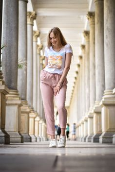 Fashion outfit for top events. Capri Pants, Hipster, Events, Fashion Outfits, Stars, Capri Trousers, Happenings, Fashion Sets, Sterne