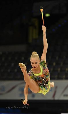 Yana Kudryavtseva (Russia) gets 19.066 points for her clubs routine and she wins gold in clubs finals at World Championships 2015