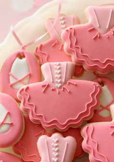 Tutu Cookies, no tutu cutter required! Fancy Cookies, Decorated Sugar Cookies, Pink Cookies, Cut Out Cookies, Royal Icing Cookies, Iced Cookies, Cute Cookies, Cookies Et Biscuits, Ballerina Tutu