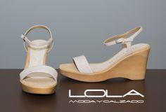 Máxima ligereza, la mejor piel y el color de temporada por 75 €  ¿ Te vas a resistir ?  Pincha este enlace para comprar tus sandalias en nuestra tienda on line:  http://lolamodaycalzado.es/primavera-verano/498-sandalia-en-piel-charol-rosa-unisa.html
