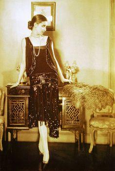 Chanel dress (1926) | Coco Chanel #CocoChanel #ChanelModes #ChanelVintage Visit espritdegabrielle.com | L'héritage de Coco Chanel #espritdegabrielle