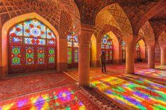 Os templos da religião islâmica são fantásticos e não economizam nos detalhes, como a Nasir al Monk,... - Shutterstock