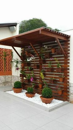 Gartenweg cool ideas for decorating your home with white gravel To find the plants that will mak White Gravel, Vertical Gardens, Vertical Planter, Vertical Garden Diy, Backyard Landscaping, Landscaping Ideas, Pergola Ideas, Patio Ideas, Cheap Pergola