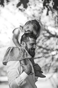 Heartbroken Photographer Captures Special Bond Between Fathers and Their Children Father Daughter Photography, Children Photography, Family Photography, Photography Poses, Father Daughter Pictures, Dad Daughter, Mother Daughters, Father And Girl, Toddler Photography