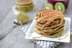 Green+Smoothie+Pancakes+packed+with+healthy+ingredients+for+a+delicious+breakfast