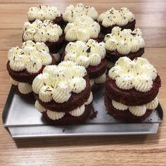 #schwarzwald #schwarzwaldcake #cake #minicakes #minidesserts #creamcheese #mascarpone #chocolate #chocolatecake #dessertideas #dessertmasters Mini Desserts, Mini Cupcakes, I Foods, Muffin, Chocolate, Breakfast, Mascarpone, Black Forest, Morning Coffee