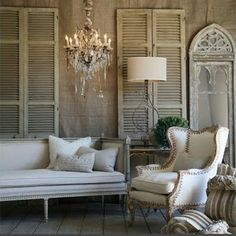 Nice, neutral colors. Love the shutters and the mirror.