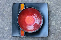 céramiques, assiette avec une bande dégradé rouge à jaune