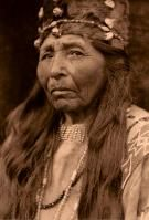 Edward S. Curtis - Klamath woman from the series: The Native-Americana of Edward S. Native American Hair, Native American Photos, Native American Tribes, Native American History, Native Americans, American Art, American Pride, American Hairstyles, Indian Hairstyles