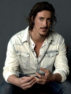 Eric Balfour-deserving of two pictures on my lust board.