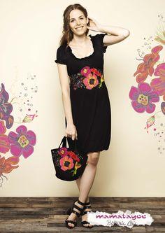 By Mamatayoe- Vestido con aplicaciones florales en fieltro| Dress with floral felt applications| Robe avec application florales en feutrine| Abito con applicazioni in feltro.