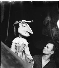 """Roland Handrick mit Mephisto als Mensch bei den Proben zu """"Das Puppenspiel vom…"""