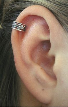 Ear Cuff - Floral Lace - Ear Wrap - Silver Ear Cuff - Helix Earring - Cartilage Earring - Gold Ear Cuff - Helix piercing - fake piercing - Top Of The World Do Pi Ke Helix Earrings, Cuff Earrings, Cartilage Earrings, Etsy Earrings, Cartilage Piercings, Tongue Piercings, Cartilage Hoop, Rook Piercing, Body Piercings