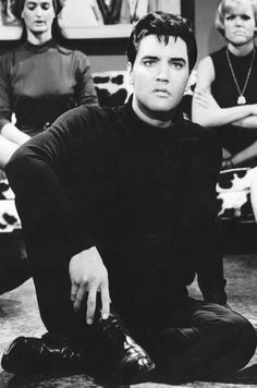 ♔ Elvis Presley ♔ lookin like Spock! King Elvis Presley, Elvis Presley Movies, Classic Rock Artists, Elvis Presley Pictures, Michael Louis, Lisa Marie Presley, Idole, Interesting Faces, Good Looking Men