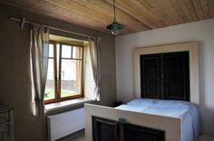 Originální postel - vyrobena ze starých vchodových dveří Windows, Furniture, Home Decor, Decoration Home, Room Decor, Window, Home Furnishings, Arredamento, Ramen